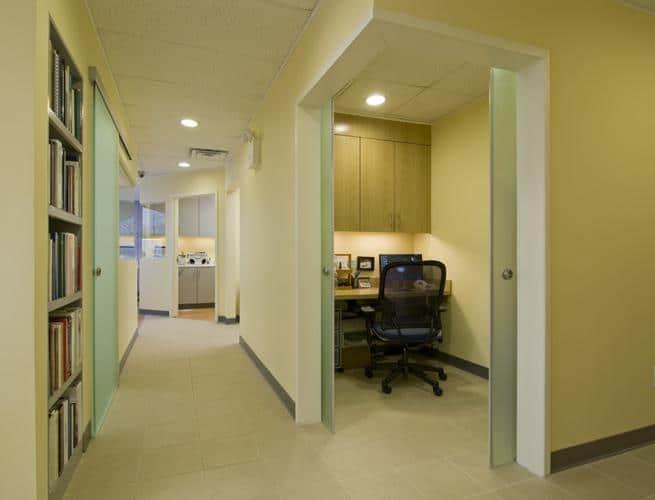 unikglass-dentists-office