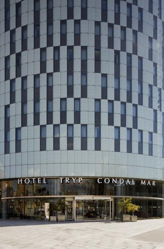 hotel-tryp-condal-mar-roll-glass